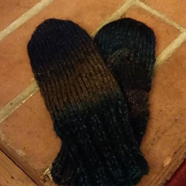 Finished mittens upon request for my Connie. They were fun and fast!